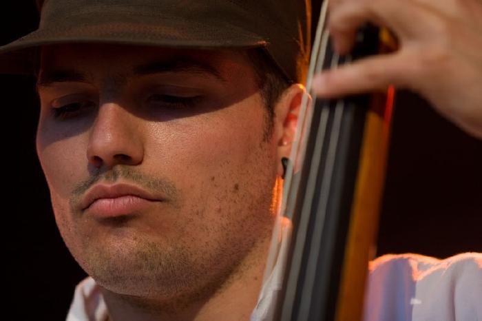 """Michael Schoch - Born to play the bass - könnte man meinen, denn in einer langsamen Evolution beginnt sich der Körper an die Formen meiner liebevoll """"Emma"""" ... - michael"""